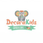 Logotipo DecoraKids IMPORTACIONES fondo blanco